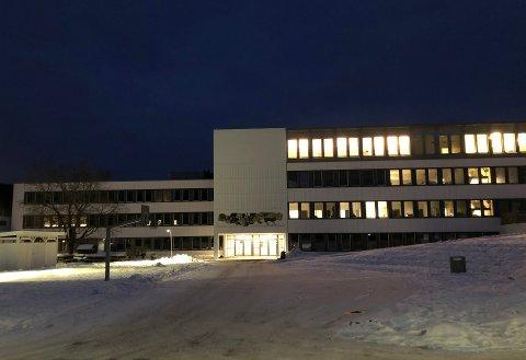 ÅPNEROPP:Etter å ha vært på rødt nivå siden før jul, går Bjertnes videregående skole tilbake på gult nivå i dag, dagen etter at smitteutbruddet ved to skoler i Hakadal ble kjent.
