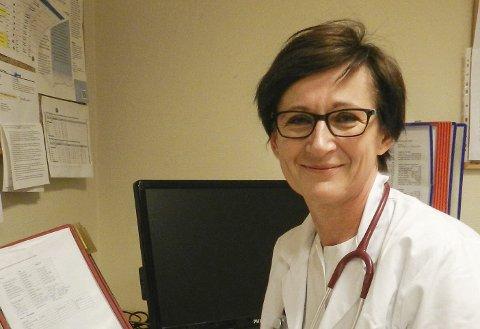 OVERLEGE PÅ SYKEHJEM: Iwona Vegstein er sykehjemslege på Iddebo og anser smertelindring som en av sine viktigste arbeidsoppgaver.