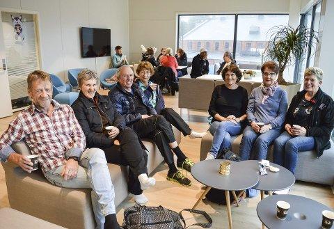 DELTE MENINGER: De fleste er villige til å bidra, men det er litt delte meninger rundt bordet. Fra venstre: Roy Karlsen, Gerd Larsen, Jørgen Opsund, Rigmor Bjørnsen, Grete S. Karlsen, Anni Gunnarstorp og Lise Helgesen.