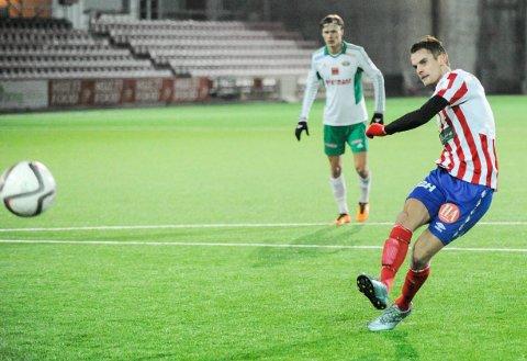Endelig. Etter flere treningskamper uten scoring, traff Øystein Lundblad Næsheim blink for Kvik. Her setter han inn 1-0 på straffespark mot Kråkerøy.
