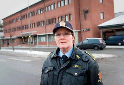 ROLIG RUNDT TIGGERNE: Krimsjef Mona Bergseth har ikke inntrykk av eller kjennskap til at tiggere i Halden er endel av organisert kriminell virksomhet som en NRK-dokumentar avslørte fra Bergen.