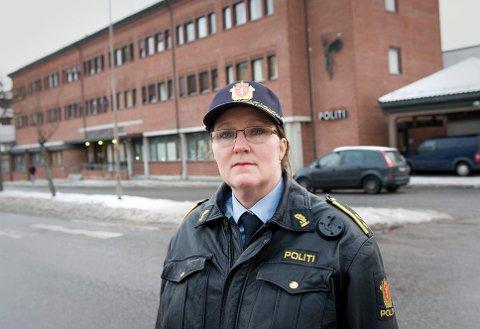 ADVARER: Krimsjef Mona Bergseth ved Halden politistasjon advarer mot personer som utgir seg for å være kontrolløerer fra kommunen skadedyrkontroll.
