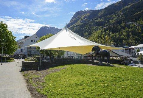 Samlingspunkt: Teltduken over Almerkeparken skal opp igjen før sommeren. Arkivfoto: Ernst Olsen