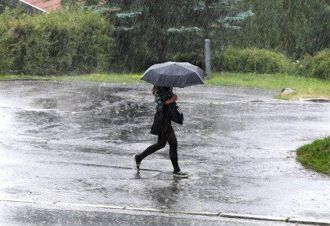 REGNBYGER: Det kan bli kraftig nedbør på Haugalandet fra mandag kveld og utover tirsdagen.