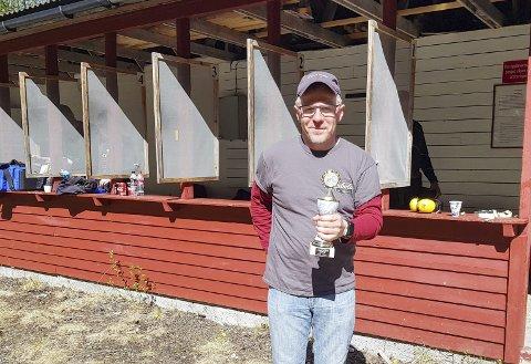 Rolf Hansen fra Narvik Pistolklubb vant stakk av med sammenlagtseieren i militær- og revolverfelten søndag