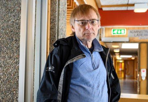 TESTING: Øyvind Rømo fikk en god del timer ved koronasenteret på Kippermoen fredag kveld. Testingen fortsetter i dag lørdag.