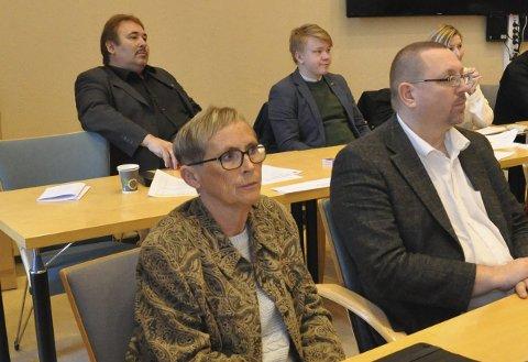 LETTET: Ellinor Nilsen (nærmest) var lettet og glad over at dagen i går kom og konstitueringen ble gjort. Foto: Oddgeir Isaksen