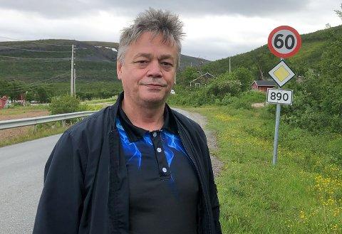 IKKE SOM HÅPET: Fred Johnsen (Sp) var godt fornøyd da han hadde fått fylkestinget med på å bevilge 350 millioner til fylkesvei, men i ettertid viste deg seg å være bare vel halvparten.