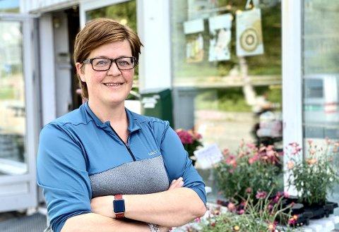 UTSLITT: Etter 30 år ved blomsterforretningen på Borkenes ser innehaver Mette-Mari Gamst seg nødt til å legge ned driften.