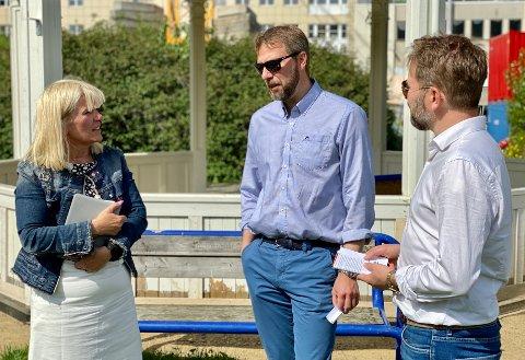 Ordfører Kari-Anne Opsal, kommuneoverlege Jonas Holte og kommunikasjonssjef Øivind Arvola møtte pressen da de åpnet for timebestilling for vaksine i Harstad.