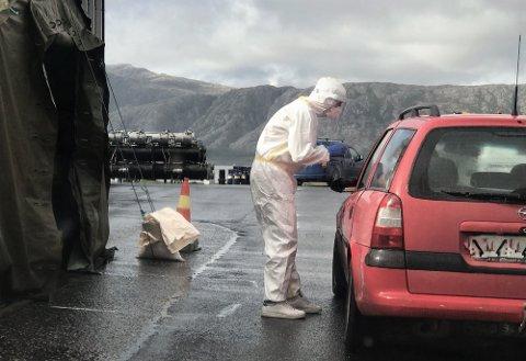 En person som kom hjem etter reise fra utlandet testet positivt for korona, og overholdt ikke karanteneplikten. Nå er mannen anmeldt til politiet av kommunen.