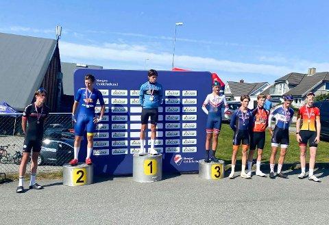 TEMPO: Den beste plasseringen oppnådde Karl Emil Kjeldsand (nummer fire fra høyre) på tempoetappen. Der ble han nummer fire.