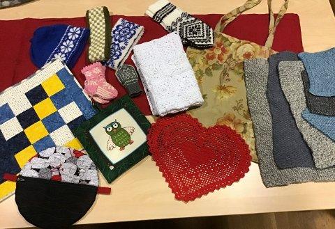HÅNDARBEID: Håndlagde votter, luer og tepper er blant det man kan skaffe seg på lørdagens julemesse på Nymoensenteret.