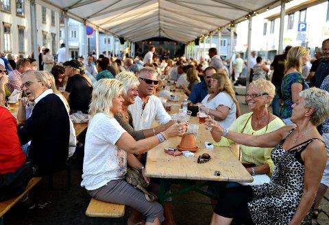 Grand står for salget i jazzgata under jazzfestivalen.
