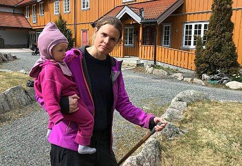 SKUFFET: Solveig Haug Storaas ble skuffet over ikke å motta noe kontanthjelp fra staten. Her med datteren Astrid.