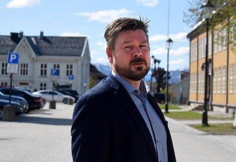 REISTE TIL OSLO: Leder i Kongsberg indutrilederforum,  Willy Holdahl står i spissen for en delegasjon som la fram industripiloten.