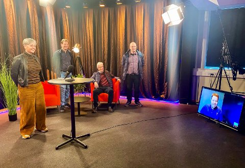 Streaming i praksis: Da poltikerne skulle se hva Show-Teknikk hadde gjort med tilskuddet de fikk i fjor, fikk de oppleve det i praksis siden daglig leder var i karantene. F.v. Tove Hofstad (V), Frode Sundseth (H), Morten Egeberg (KrF) og Lars Haugen (Frp). På skjermen er daglig leder i Show-Teknikk, Espen Andersen.