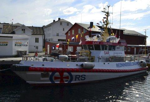 LIGGEKAI: Redningsselskapet ønsker bedre liggeforholdener for redningsskøyta «Det Norske Veritas» på Ballstad. Dette for å øke sikkerheten når mannskap skal til og fra båten. Foto: Niels Heinemann/»Det Norske Veritas»