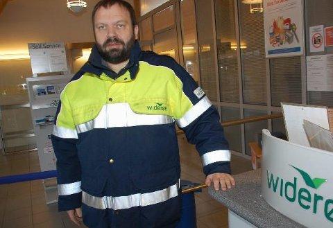 Rekord: Operasjonsleder Karl Werner Andersen på Leknes lufthavn går fra rekord til toppnotering. I juli satte Leknes ny månedsrekord med over 13.000 flypassasjerer. Nå er Leknes landet mest trafikkerte regional lufthavn og har passert Hammerfest så langt i år.