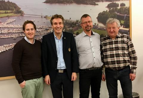 Juryen med Vetle Børresen i VB Media, Geir Giæver i KNBF, Thor Messel i Kystverket og Erik Brauner i Norboat. Også Geir Vareberg i Telenor Kystradio er med i juryen.