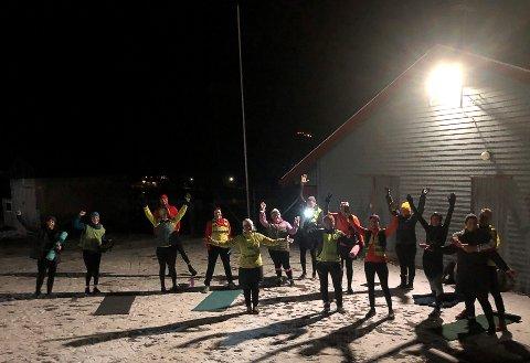 LØPEGRUPPE: Her er deler av gruppa i gang med styrkeøkta etter løpinga.