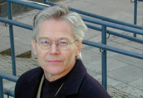 SPRÅKPROFESSOR: Den pensjonerte språkprofessoren Sylfest Lomheim har engasjert seg i språkstriden på Byremo.