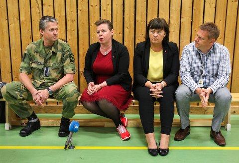 VIL HA HELIKOPTERNE TIL RYGGE: Disse fire var glade for konklusjonen i langtidsplanen for Forsvaret i november i fjor. Fra venstre tillitsvalgt for Befalets Fellesorganisasjon på Rygge, Per-Ivar Fjeldahl, fylkesvaraordfører Siv Henriette Jacobsen (Ap), Rygge-ordfører Inger-Lise Skartlien (Ap) og Råde-ordfører René Rafshol (H).