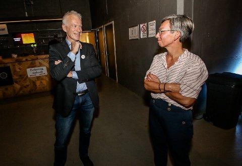 BER FOR FRIVILLIGHETEN: Arild Svenson (Ny Kurs ) vil på onsdagens budsjettmøte anbefale rådmannen å frede frivilligheten. På bildet ser vi Svenson i samtale med ordfører Hanne Tollerud (Ap)