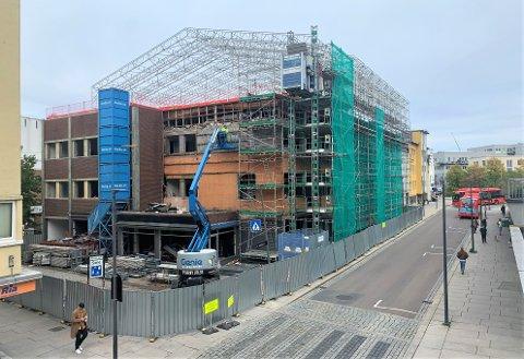 Arbeidet med oppussingen av Prinsens gate 5, hvor det nye kontoret til Nav blant annet skal stå har begynt, og blir ferdig rundt august 2022.