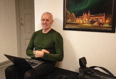 Magnar Bjørås ventet på å slippe inn til juryen da han skulle presentere prosjektet i forkant av avgjørelsen til NTNU Discovery.