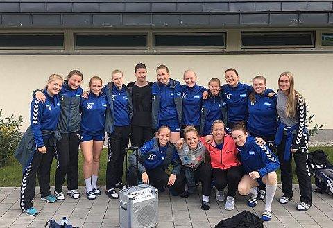 STJERNEMØTE: NIFs ungjenter fikk ikke bare en treningsleir til Gyør, men også møter med Heidi Løke og Kari Aalvik Grimsbø.  Foto: Truls Wettergreen.