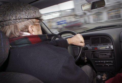 RÅKJØRTE: Politiet stoppet i påsken en 89 år gammel mann som kjørte i 111 kilometer i timen på E6 ved Abildsø. (Illustrasjonsfoto)