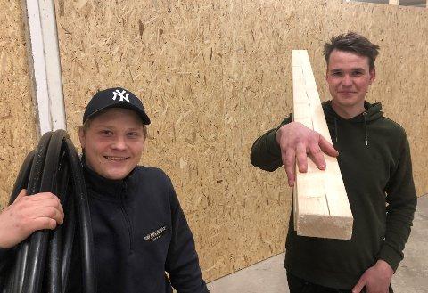 MÅ UTVIDE: Vetle Klethagen (tv) og Øyvind Gleditsch har hendene fulle med jobb i sitt nyetablerte firma og må ansette flere forlk for å ta unna etterspørselen.