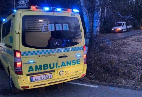 TRAFIKKULYKKE: En syklist ble alvorlig skadet i en trafikkulykke tirsdag. Bilen i bakgrunnen var ikke involvert i ulykken.