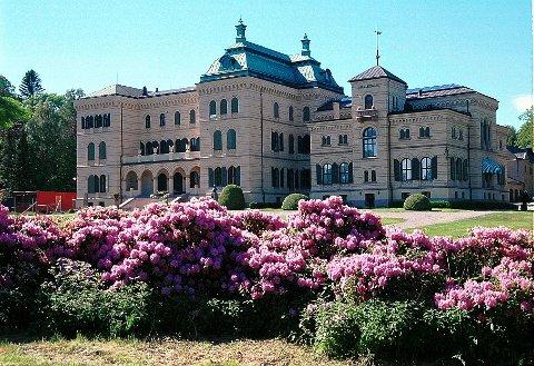 FRITZØEHUS: Fritzøehus skal aller helst ses under rhododendron-blomstringen i juni.