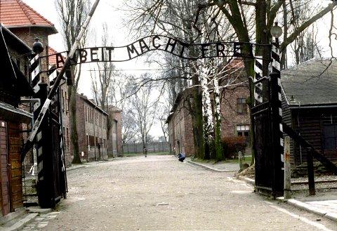 Om lag 25 millioner turister har vandret inn i Auschwitz under porten med slagordet «Arbeit Mach Frei».