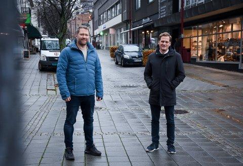 GODT NYTT: Til venstre Jørn Haga i Larvik By, og Dag Trygve Enden i Larvik kommunen har gode nyheter.
