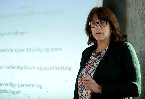 IMPONERT: Anne Kathrine Fossum, direktør for kommunal og regional planlegging hos Fylkesmannen i Innlandet,  er imponert over grepene administrasjonen i Trysil kommune har tatt for å få økonomien på rett spor.