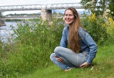 DET GÅR FINT: Signe Marie Rustad har en «vanlig» jobb og er fulltidsmusiker og er mor til en barnehagegutt. – Det går helt fint, sier hun.