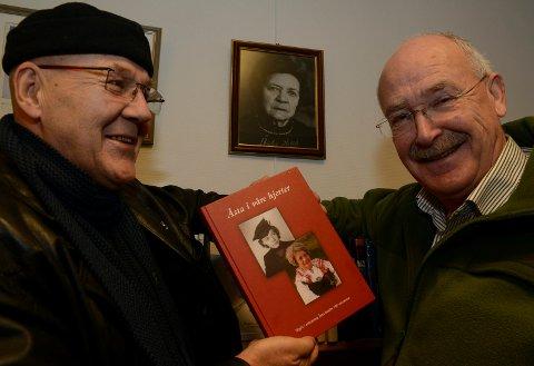 SENTRALE: Terje Tønnessen, til venstre, og Sven R. Gjems er sentrale i Åsta Holths venner. Nå kommer en ny Åsta-bok med 71 noveller.