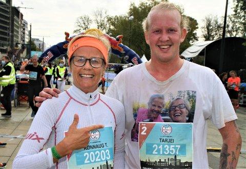 MOR OG SØNN: Rønnaug Tveito Skille og sønnen Tarjei hadde en intern duell i Oslo Maraton. Neste år vurderer barneskolelæreren å løpe et maraton i måneden.