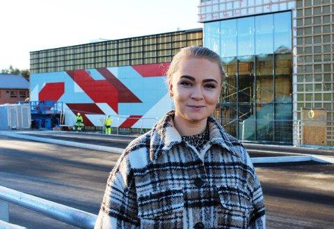 GRASMYR: Martine Øverland (Ap) er leder i utvalg for oppvekst og kultur i Bamble. Hun sier de vil ha en orientering fra Grasmyr-ledelsen over jul.