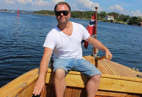 Alf Richard Bjerkøen har jobbet med forretningsvirksomhet, interiørdesign og charterbåttrafikk i Oslofjorden. Nå vil han skape nytt liv på Langøya Hovedgård sammen med gode venner og samarbeidspartnere.