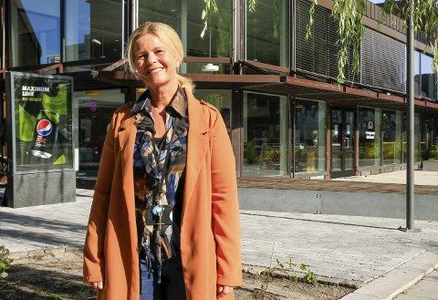 BIBLIOTEKET: Kristin Torvik, avdelingsleder for jordmor- og helsestasjonstjenesten, har valgt å legge årets influensavaksinering til biblioteket grunnet tilgangen på plass.