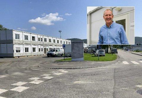 TOMMEL OPP: – Som en midlertidig løsning fungerer brakkene overraskende bra, sier Kjell Karlsrud, rektor på Kjølnes ungdomsskole.