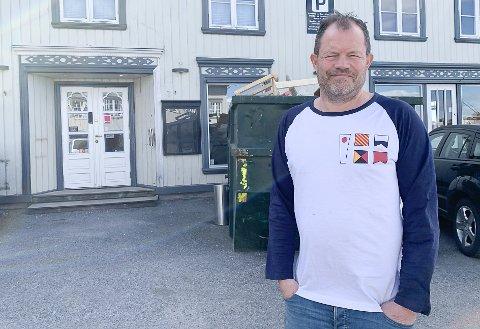 GODT FORNØYD: – Premierehelga gikk smertefritt, på alle måter. Jeg for min del syns showet holder veldig god standard, sier Kafe K-driver Hans Arne «Hasse» Frøland.