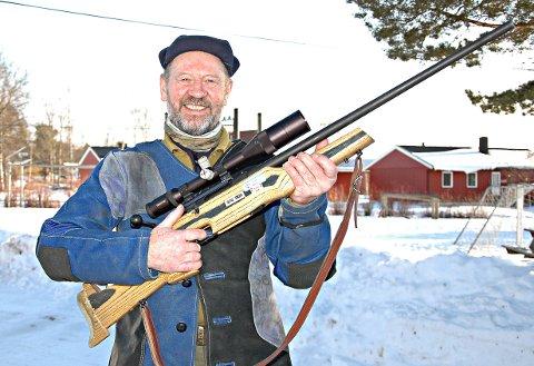 FORNØYD:Leif Ramstad skjøt hele 146 poeng og vant eldre veteran med det sterke resultater og var syvende best totalt.