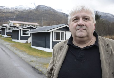 MOTTAK: Helge Stiauren, daglig leder i Sekura AS, er fornøyd med de tre månedene det har vært akuttmottak for asylanter i Aldersundet. Han regner imidlertid ikke med at det blir mottak på campen igjen. Foto: Arne Forbord