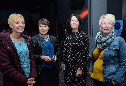 Fire damer, opprinnelig fra Dønna, i konsertkø. Bente Nilsen (Bodø), Sissel Waade (Dønna), Lisa Brandsnes (Sandnessjøen) og Linda Trones (Mo).