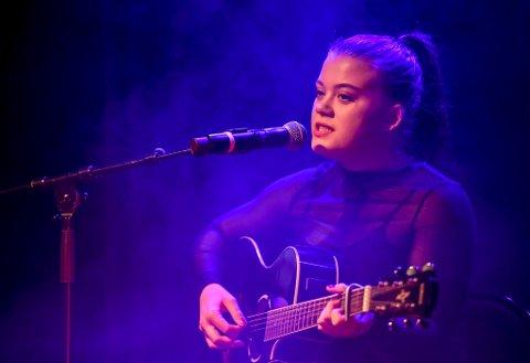 Kine Therese Derås fra Mo i Rana er videre i Idol etter audition i Trondheim.
